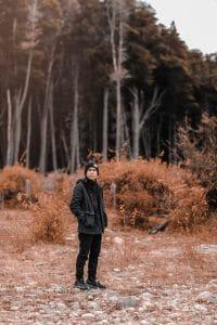 man koud buiten bos cbdenzo